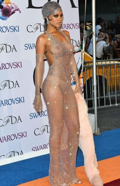 Платье Рианны, фотографии которого разлетелись по всему миру