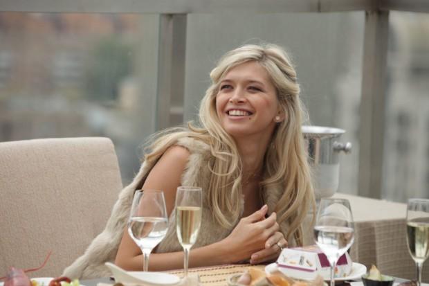 Вера Брежнева в ресторане