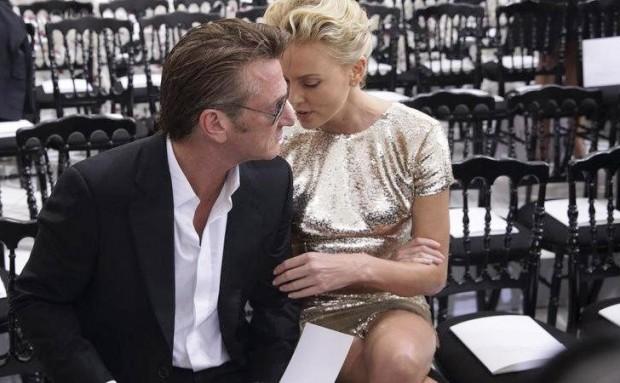 Шарлиз Терон и Шон Пенн на модном показе