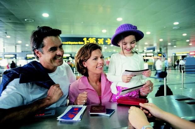 Семья летит на отдых