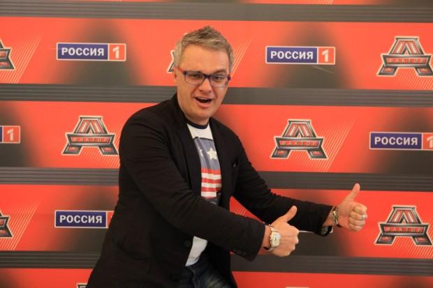 Роман Буднков позирует на камеру