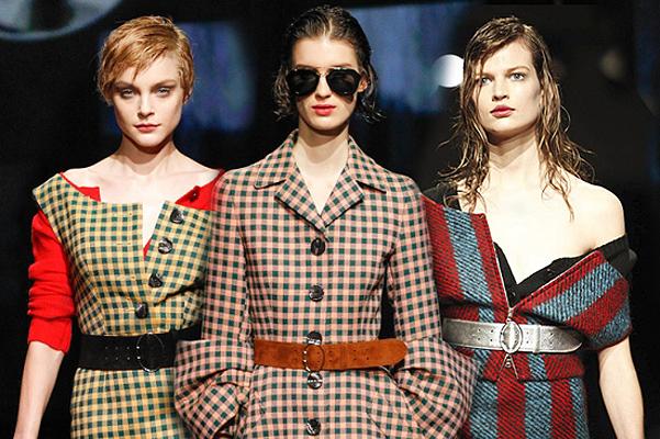 Модели в модных пальто