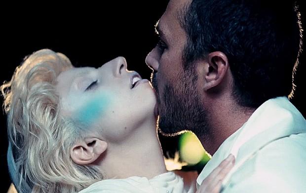 Кадр из клипа Леди Гаги You and I