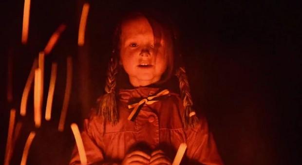 Кадр из клипа. На нем - девочка, символизирующая Украину