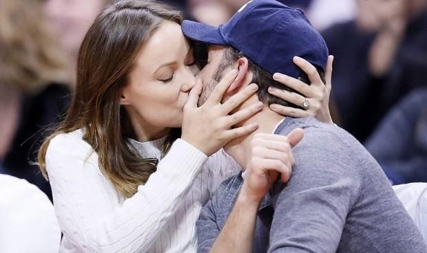 """Звзеда """"Доктора Хауса"""" целует своего возлюбленного"""