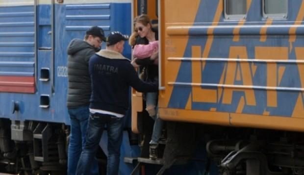 Гарик встречает Кристину и дочку с поезда
