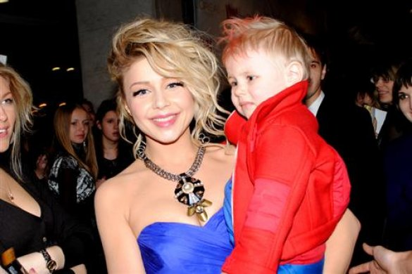 Кароль со своим сыном на публике