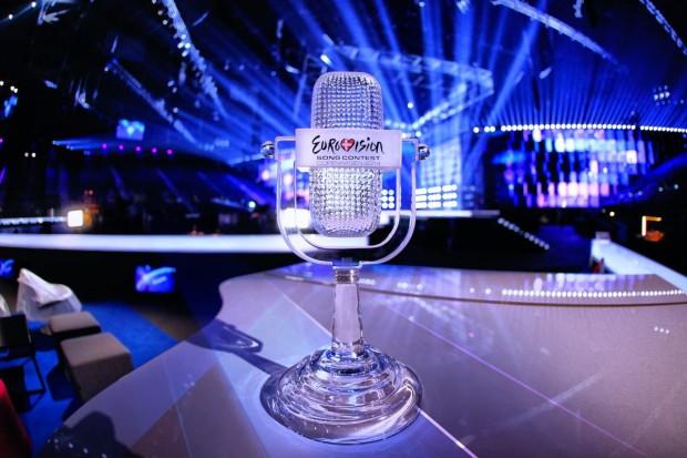 Хрустальный микрофон - главный приз конкурса. В этом году он отправится в Австрию