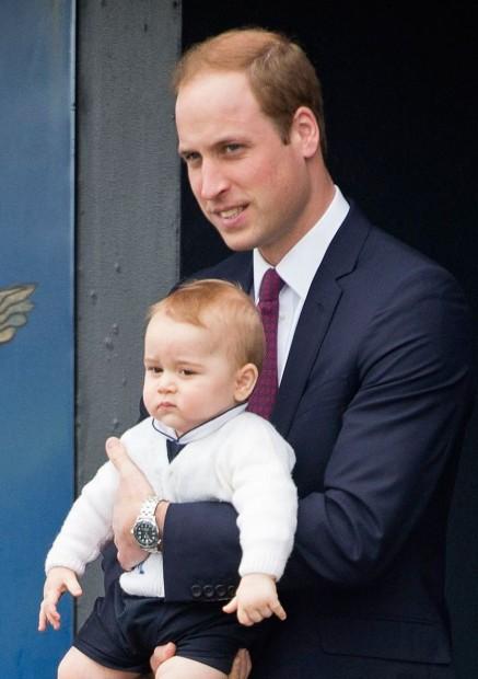 Принц Уильям держит на руках любимого сына, который очень на него похож