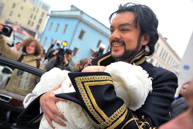 Певец Филипп Киркоров с детьми