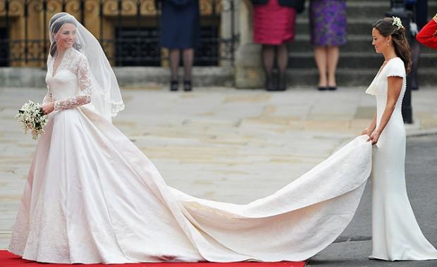 Стильное, элегантное и при этом относительно сдержанное свадебное платье Кейт