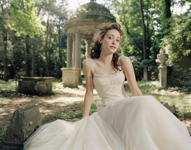 Эмми Россум в белом платье