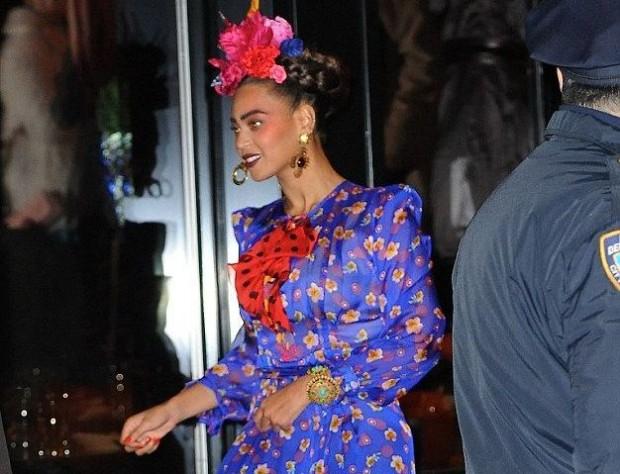 Бейонс в образе Фриды Кало