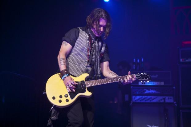 Джонни Депп - заядлый гитарист
