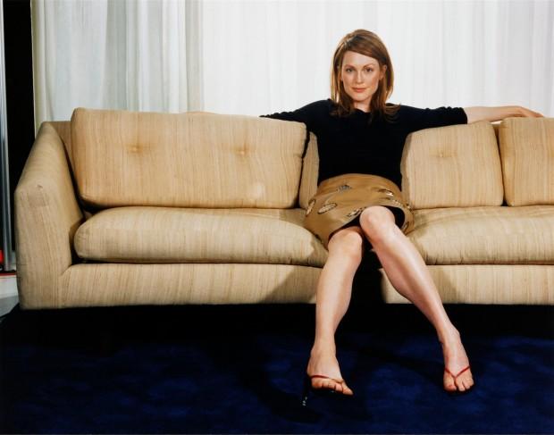 На диване Джулианна Мур рассиживается только на фотосессиях