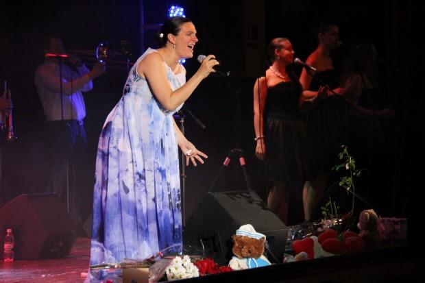 Елена Ваенга на концерте