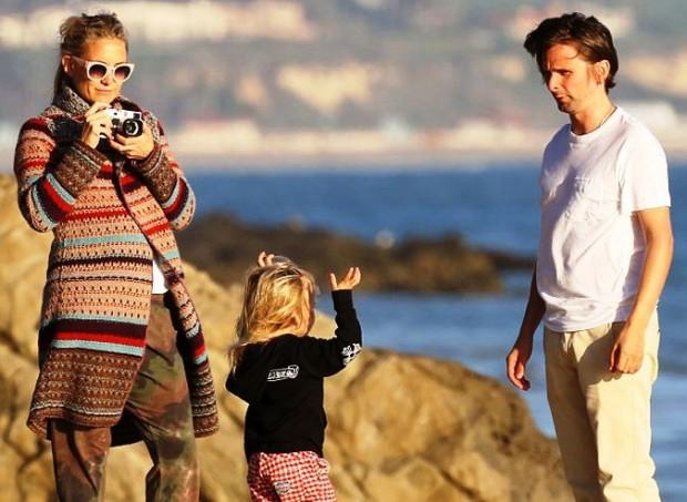 Кейт Хадсон с сыном Райдером и Мэттью Беллами