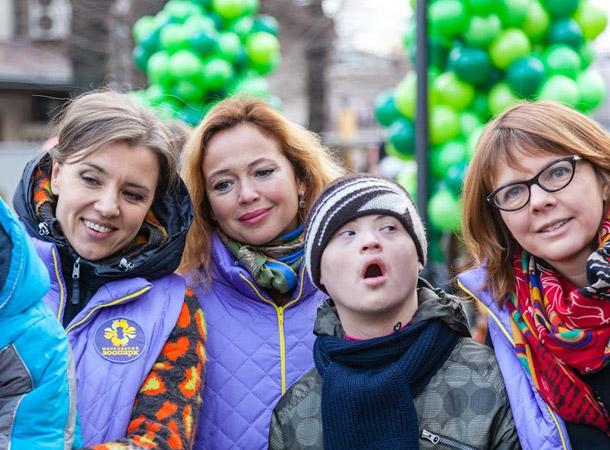 Елена Захарова с детками и их родителями