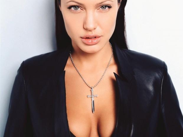 """""""Дракула"""" - идеальное произведение по мнению Анджелины Джоли"""