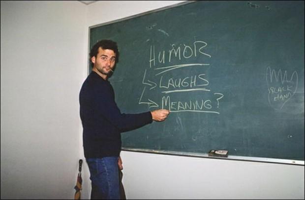Билл Мюррей пишет на школьной доске