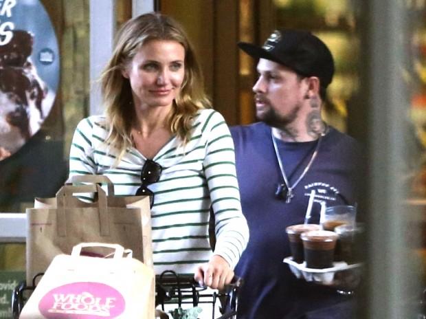 Кэм и Бенджи делают покупки как обычная пара