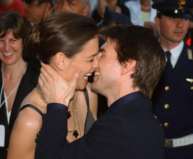 Том Круз целует Кэти Холмс