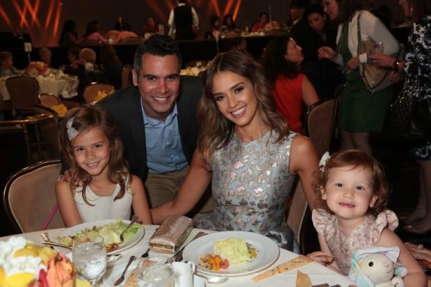 Благотворительный вечер в Беверли Хиллз. Вся идеальная семья: Онор, Кеш Уоррен, Джессика Альба и Хэвен