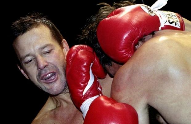Микки Рурк боксирует