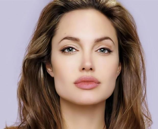 Великолепные губы Джоли