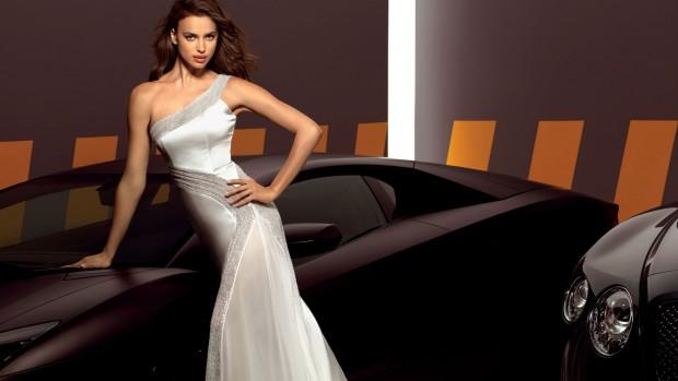 Ирина Шейк позирует в платье