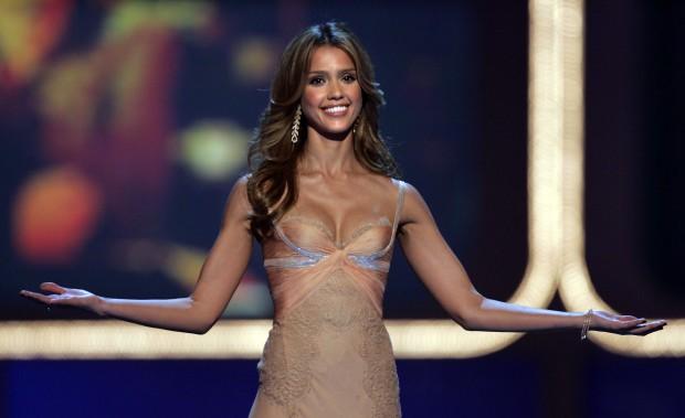 Джессика Альба проводит церемонию MTV