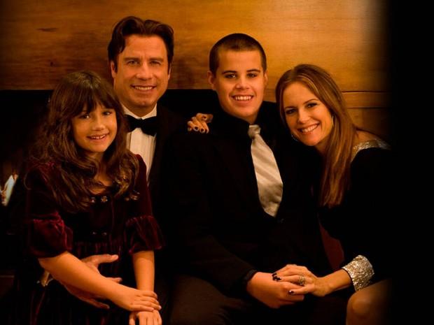 Траволта со своей семьёй
