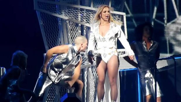 Бритни Спирс травмировала ногу во время выступления