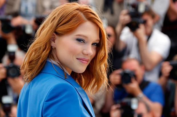 Леа Сейду с рыжими волосами