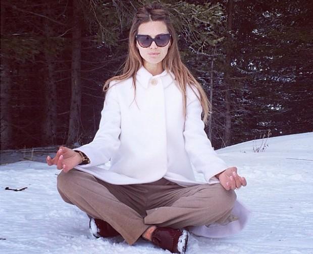 Виктория Боня медитирует