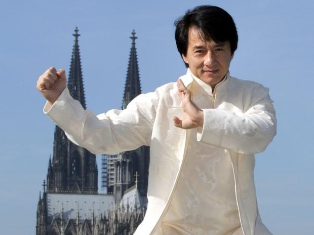Джеки Чан в образе доброго, простого паренька, способного постоять за себя