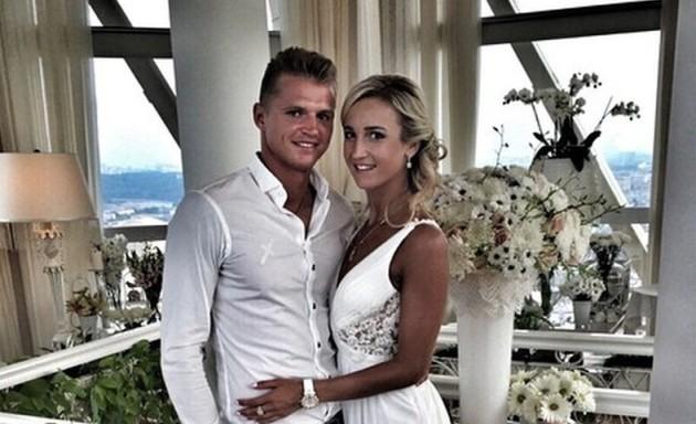 Бузова и Тарасов отметили годовщину свадьбы
