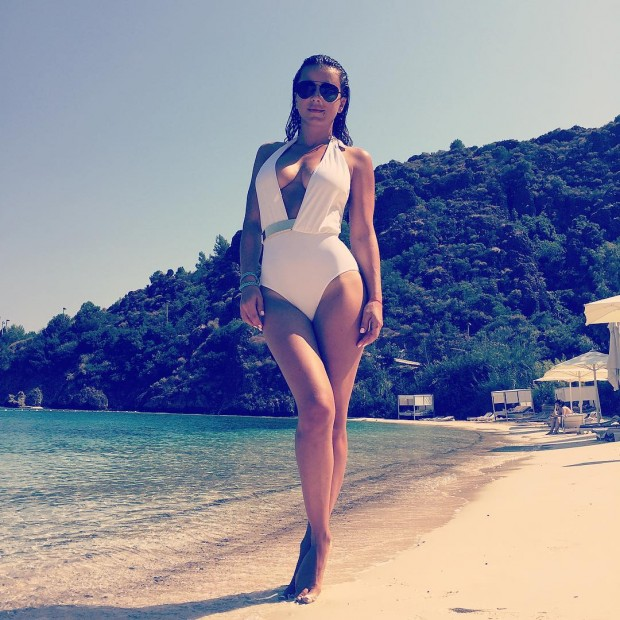 Ани Лорак в откровенном купальнике