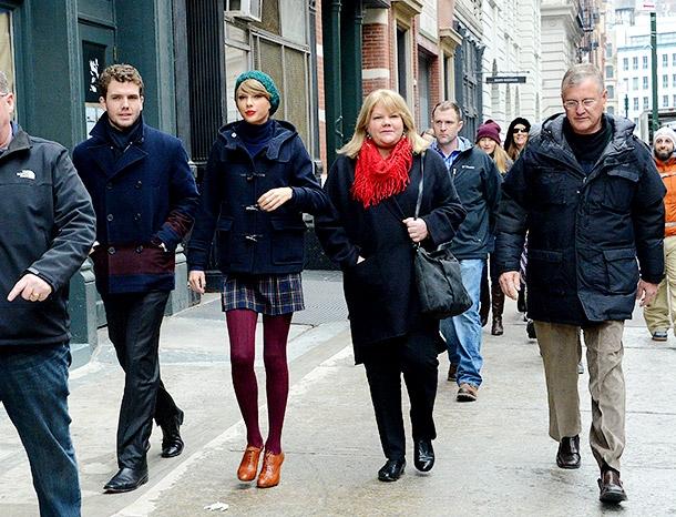 Тейлор Свифт с семьей
