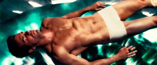 Райан Рейнольдс в бассейне