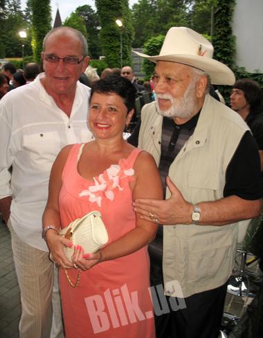 Актер Эммануил Виторган с женой Ириной Млодик и другом семьи Бедросом Киркоровым