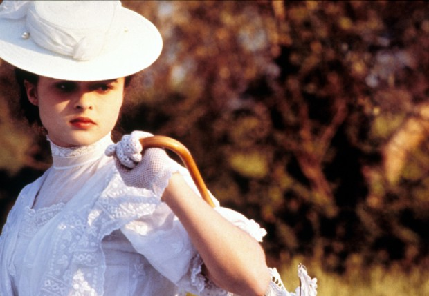Кадр из фильма «Комната с видом» с Хеленой Бонэм Картер