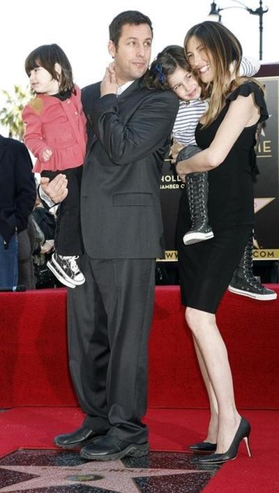 Адам Сэндлер с супругой Джеки и двумя дочерьми