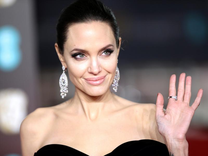 Аджелина Джоли