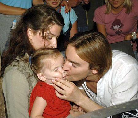 Алан Бадоев с дочкой Лолитой и женой Жанной