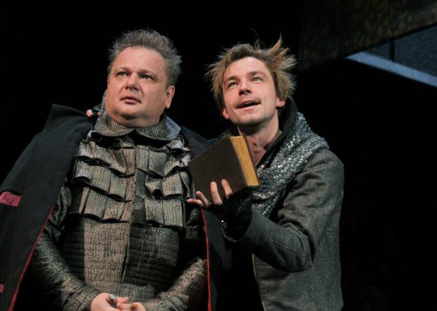 Александр Петров на сцене Московского драматического театра имени Ермоловой