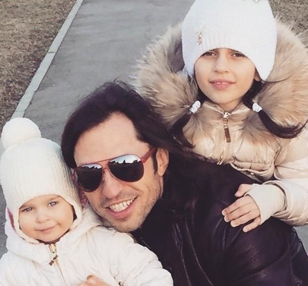 Александр Ревва с дочерьми
