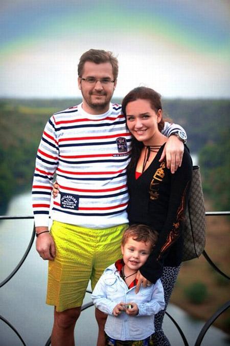 Александр Пономерев с женой Викторией и сыном Сашей