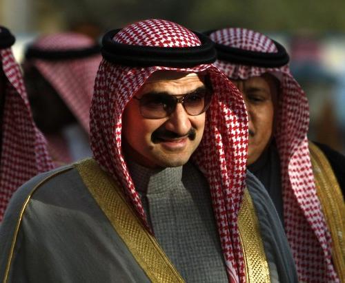Принц Аль-Валид бин Талаль аль-Сауду приходится племянником королю Саудовской Аравии