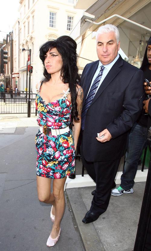 Эми Уайнхаус / Amy Winehouse со своим отцом
